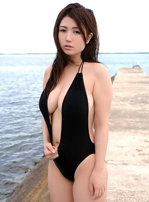 Big Tits Swimsuit Porn Pictures